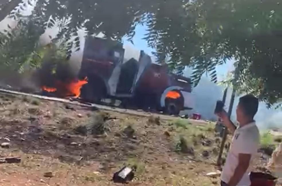 Criminosos explodem carro-forte no interior do Ceará — Foto: Reprodução