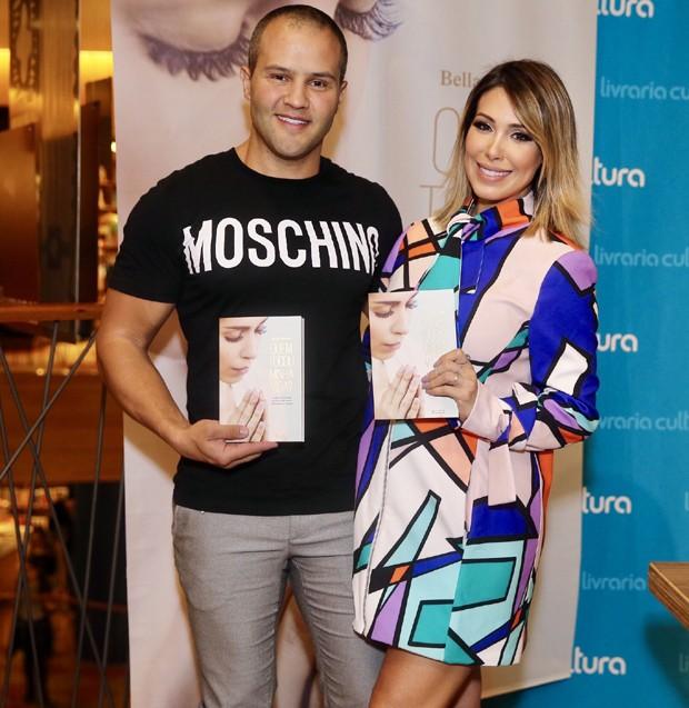 O empresário Ricardo Maguila e Bella Falconi (Foto: Manuela Scarpa/Brazil News)