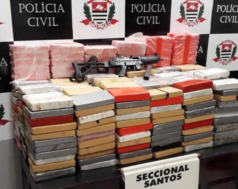 Polícia apreende submetralhadora e mais de 350 kg de cocaína com ... a782742523b47
