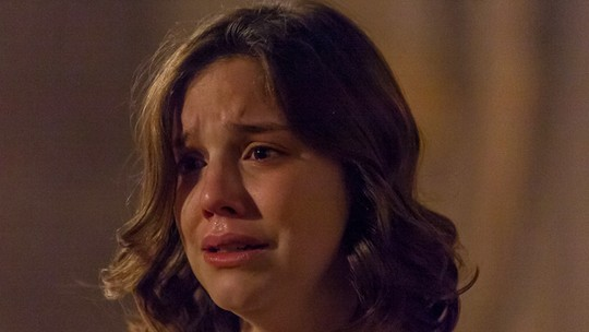 Cecília pede socorro a Consuêlo após descobrir gravidez
