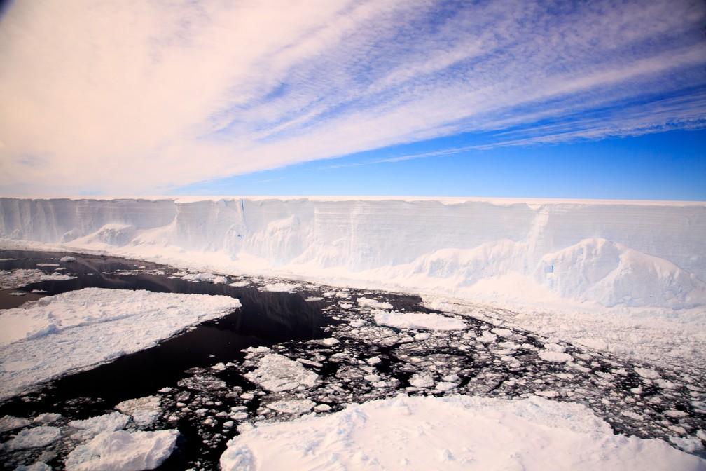Grupo ficará por três meses a bordo de um navio (Foto: Ali Rose/British Antarctic Survey/AFP )