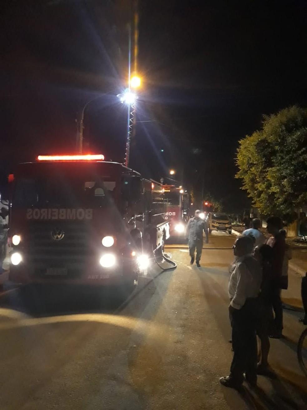 Vítimas são resgatadas das ferragens pelo Corpo de Bombeiros após acidente em MT — Foto: Corpo de Bombeiros