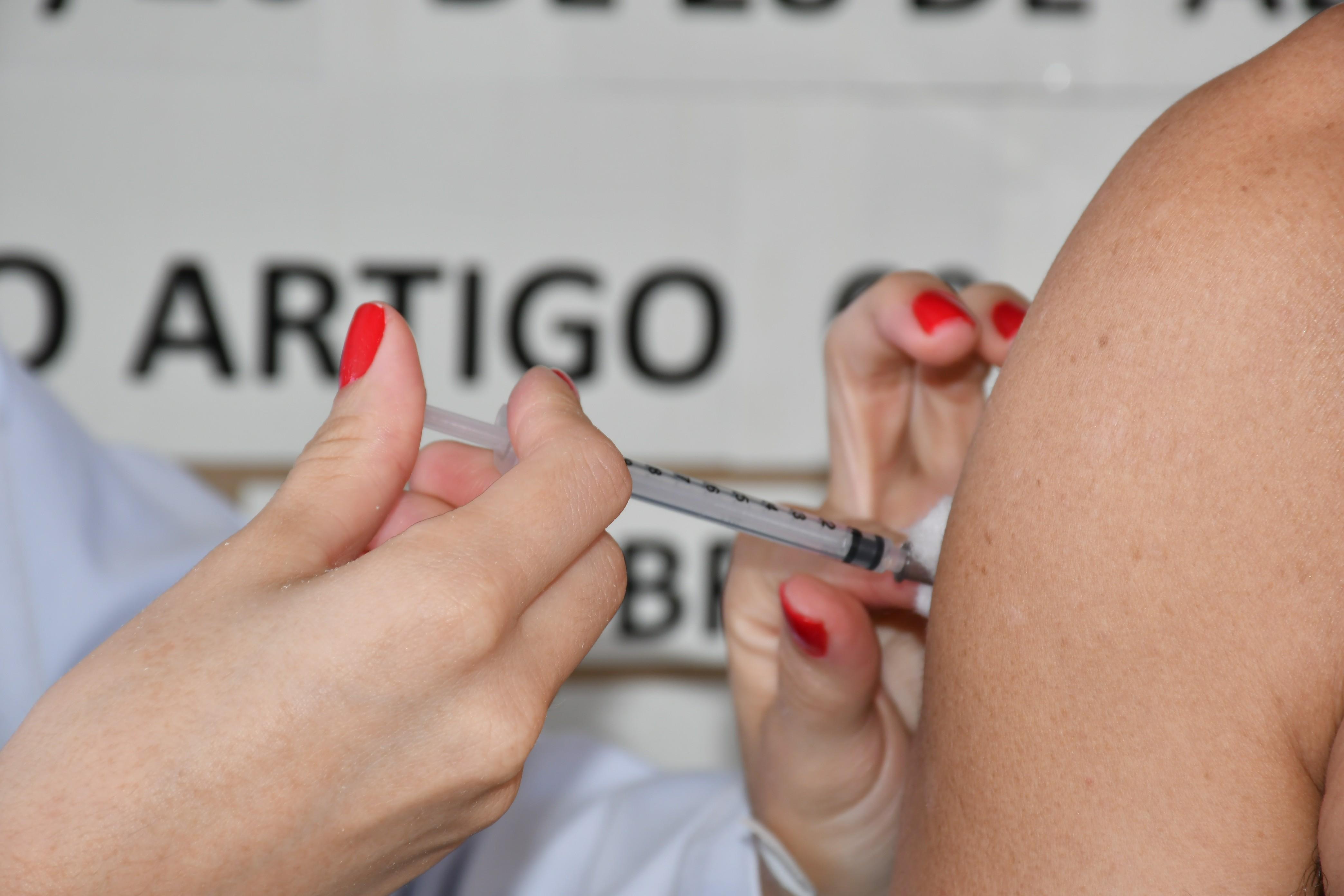 Presidente Prudente segue Estado e mantém vacinação de adolescentes sem comorbidades mesmo após Ministério da Saúde indicar suspensão