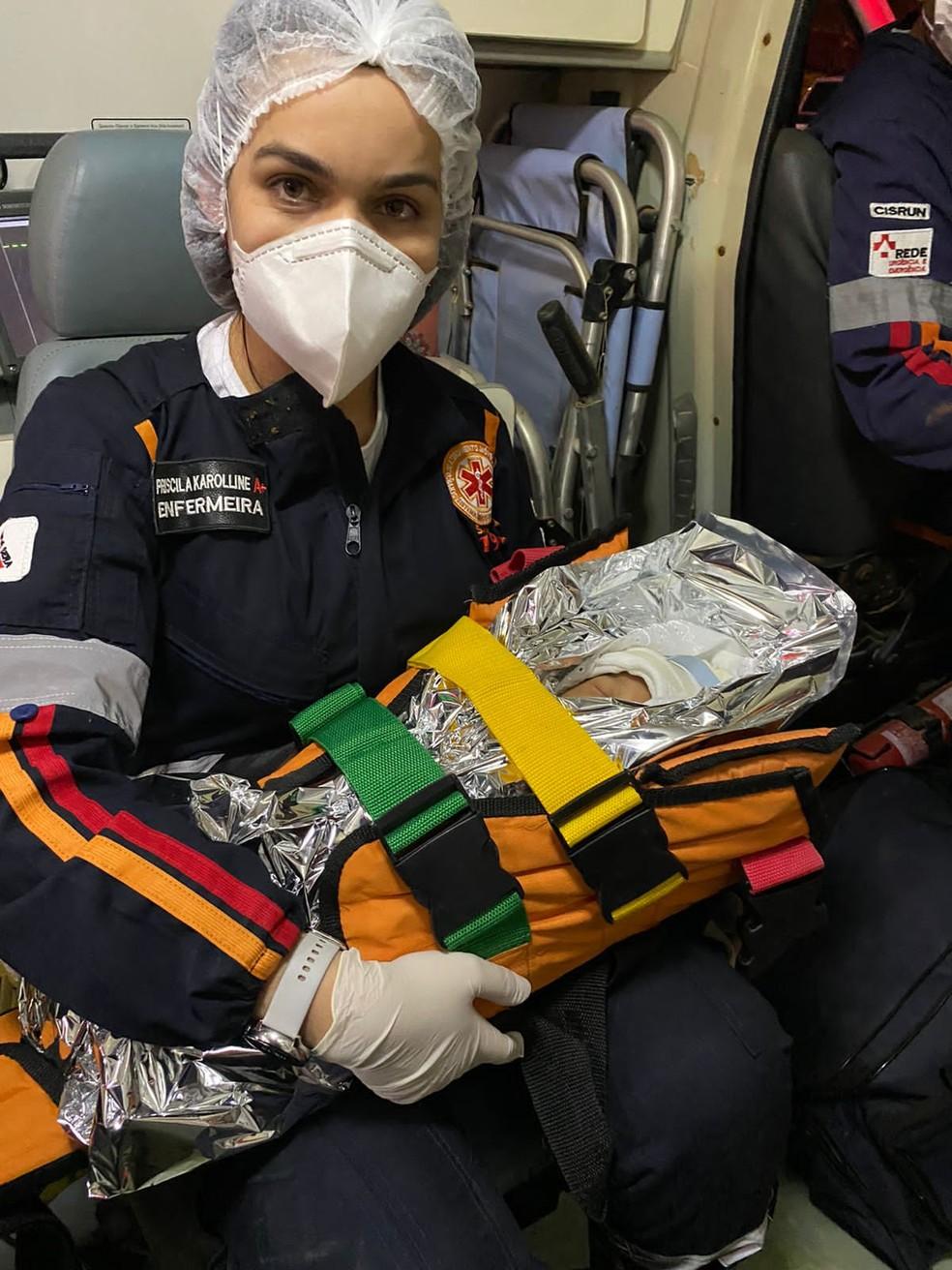 Recém-nascido foi resgatado sem ferimentos após grave acidente na MG-307 — Foto: Samu/ Divulgação