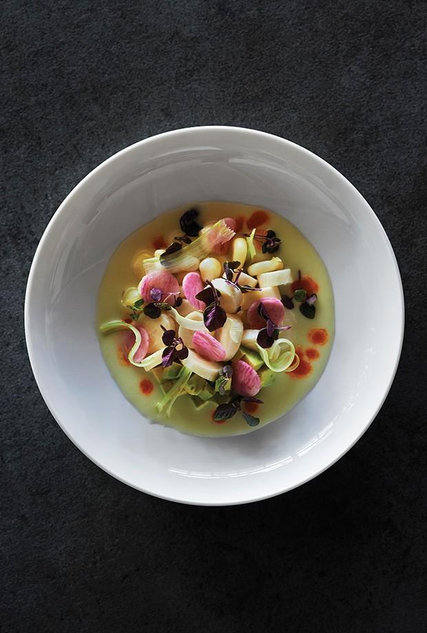 Gastronomia: O Plantmade, do chef-celebridade Matthew Kenney, tem sua versão vegana do Leche de Tigre, caldo que leva palmito (Foto: divulgação)