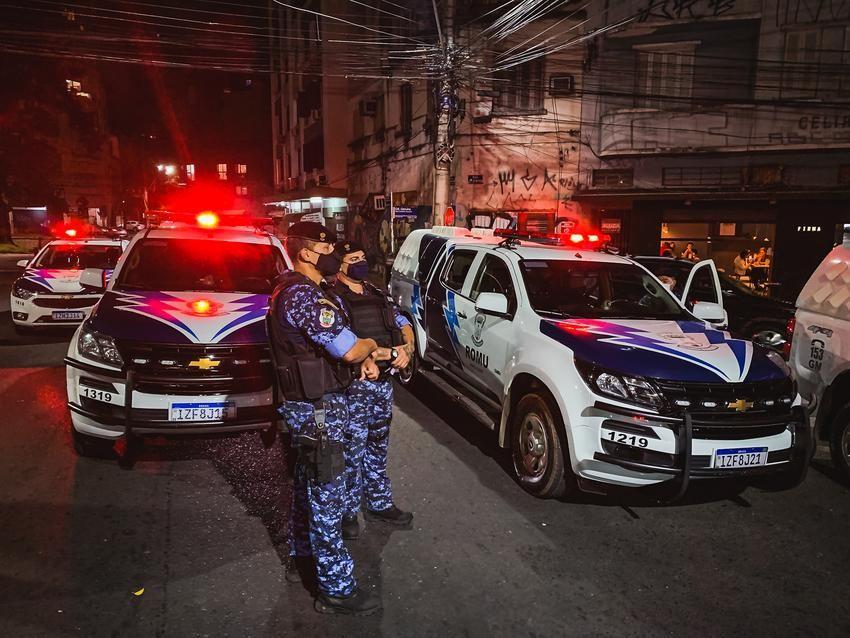 Guarda Municipal de Porto Alegre dispersa aglomerações em seis pontos da cidade