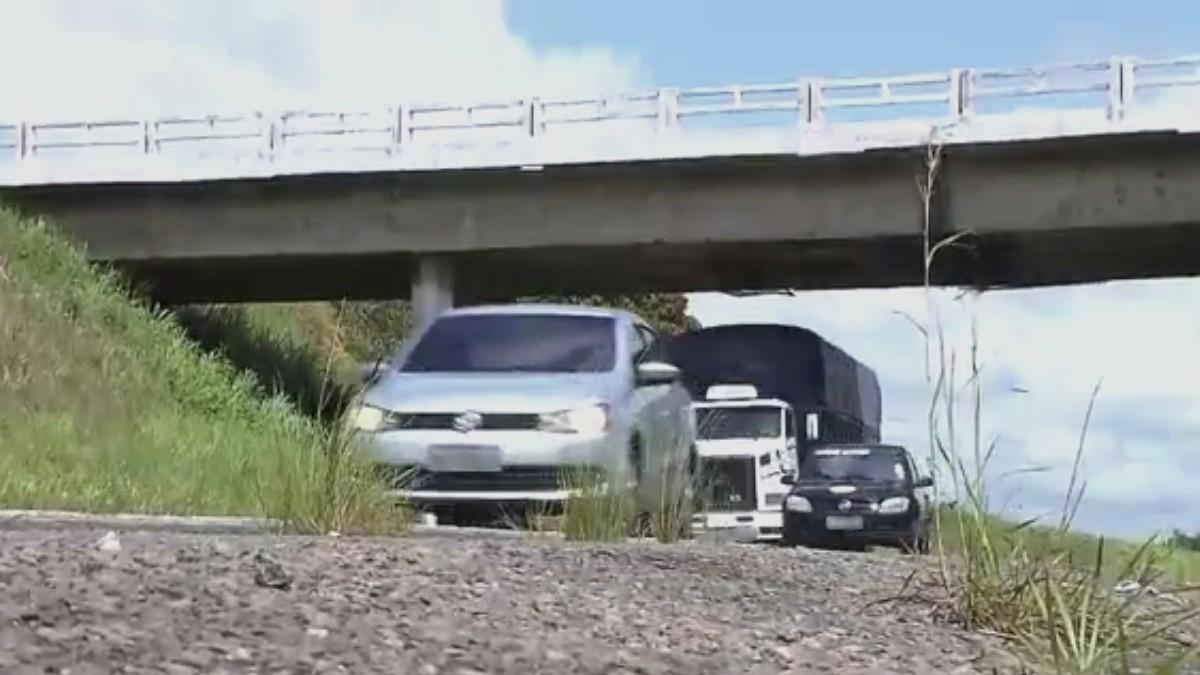 Obra em viaduto desvia trânsito na BR-230 em Santa Rita, na Paraíba