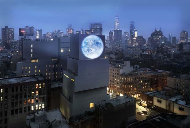 Instalação de arte em NY transmite 'live' da Terra diretamente do espaço