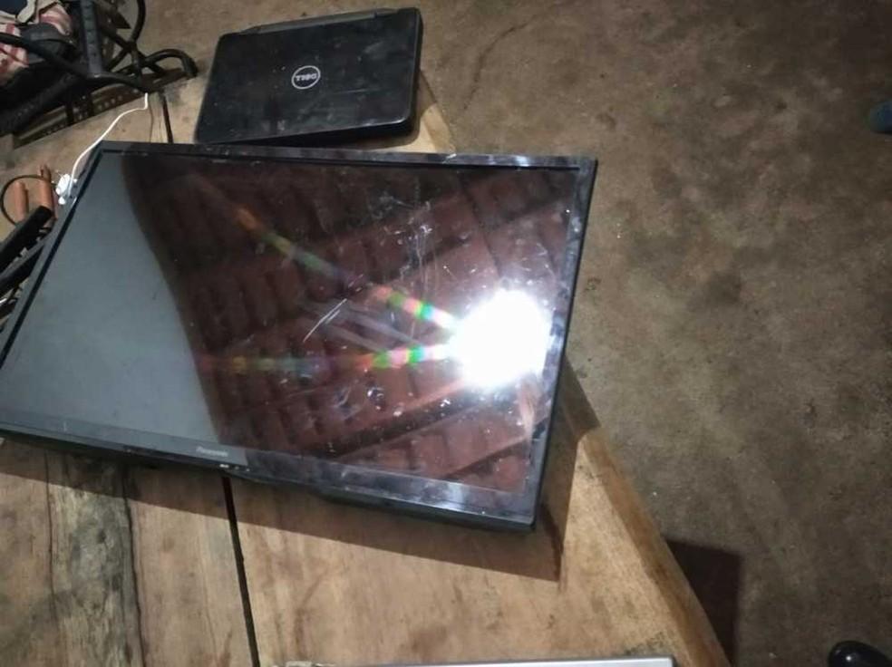 Objetos roubados foram recuperados pela PM — Foto: Divulgação/PM