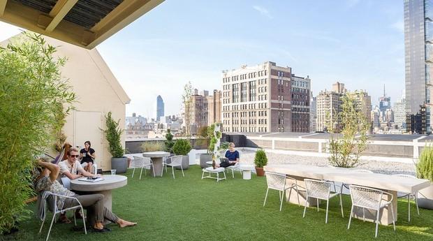 O escritório é um ponto de paz no meio de Nova York (Foto: Reprodução)