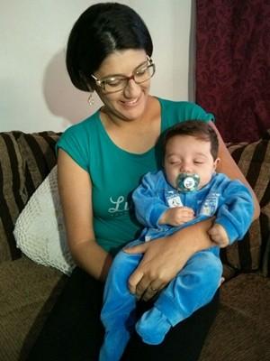Michele teve o segundo filho fora da cidade onde vive (Foto: Cláudio Nascimento/ TV TEM)