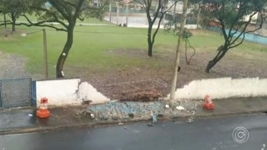 Chuva derruba muro de escola estadual na zona norte de Sorocaba