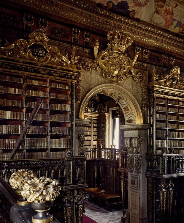 Biblioteca Joanina, em Coimbra, Portugal (Foto: Massimo Listri/ Taschen/ Reprodução)