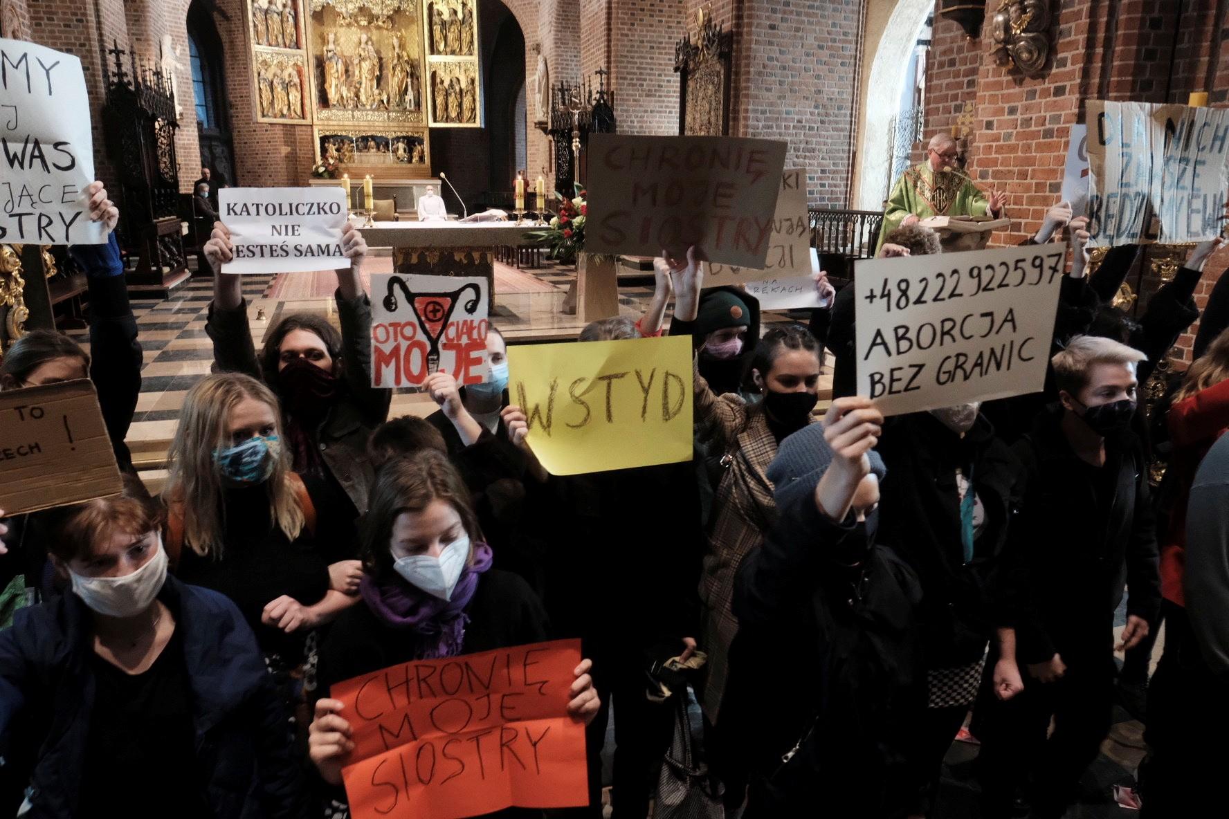 Polônia tem protestos contra novas restrições ao aborto no país