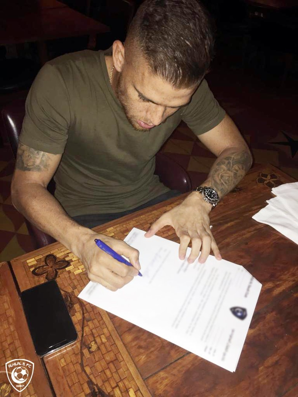 Cuéllar assina contrato com o Al Hilal — Foto: Reprodução/Twitter