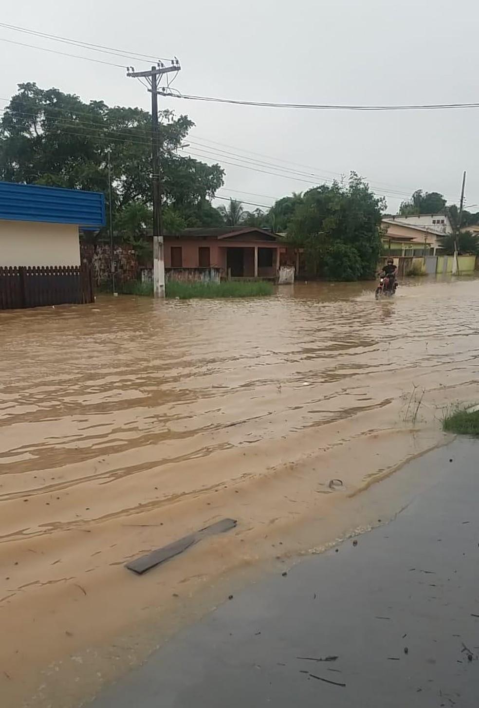 Rio Iaco apresentou estabilidade, mas bairros continuam atingidos — Foto: Arquivo/Prefeitura