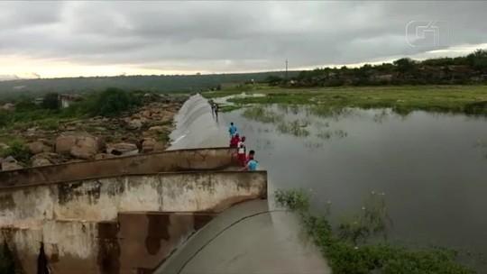 Açude Mendubim 'sangra' e região Oeste potiguar chega a cinco açudes 100% cheios; veja vídeo