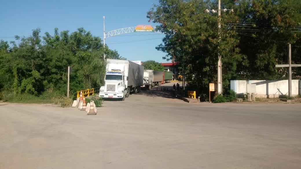 Fronteira fechada entre Brasil e Bolívia em MS gera prejuízo de R$ 1 milhão ao dia, dizem transportadoras
