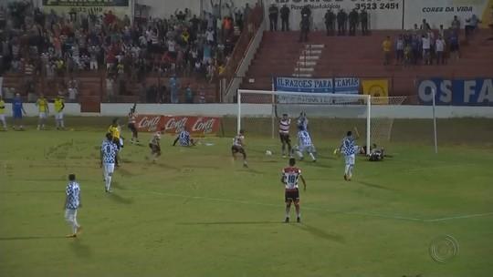 Leandro Silva comemora gol e retorno ao Linense após um mês machucado
