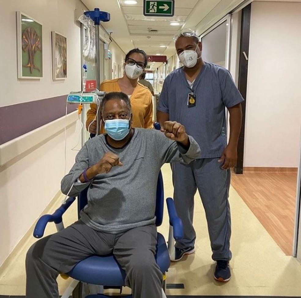 Pelé posta foto de recuperação no hospital — Foto: Reprodução