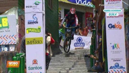 Campeões desafiam Galvão e Casagrande a descerem Escadaria de Santos