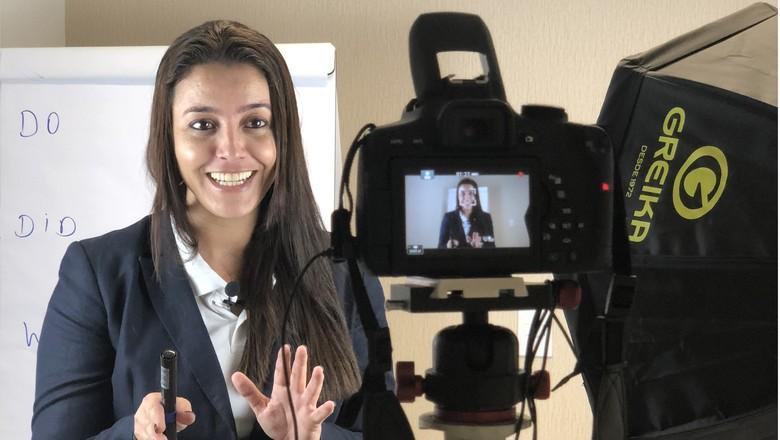 rizia-prazo-professora-ingles-aula-video  (Foto: Divulgação )