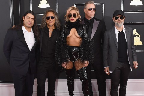 Robert Trujillo, Kirk Hammett, James Hetfield, Lars Ulrich e Lady Gaga