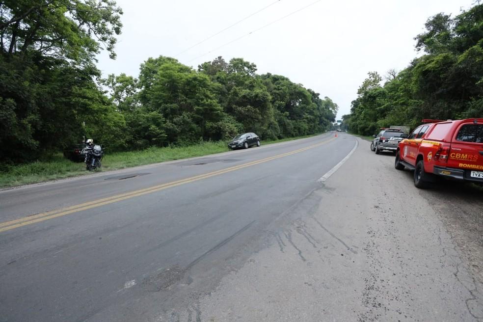 Corpo foi encontrado em mata próximo a rodovia — Foto: Divulgação/IGP
