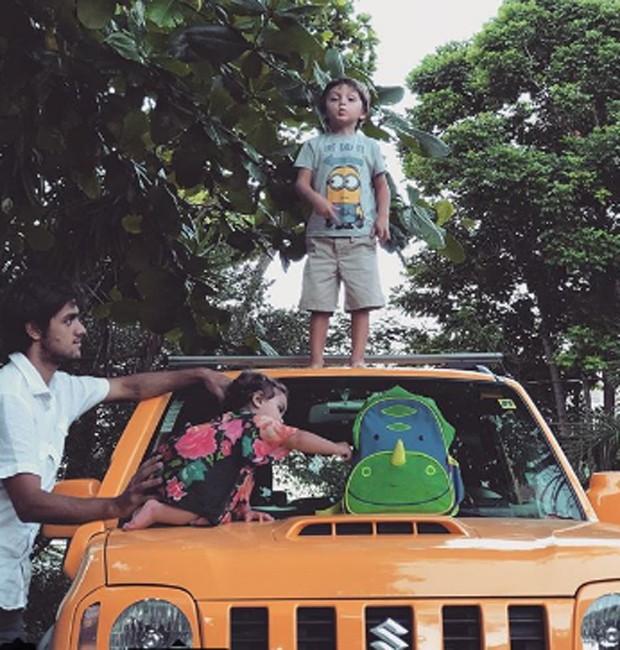 Felipe Simas com os filhos, Joaquim e Maria (Foto: Reprodução/Instagram)