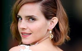 Emma Watson no tapete vermelho com look reciclado a partir de um vestido de noiva