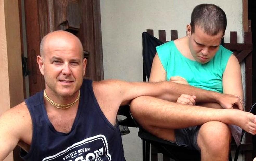 Marcio Melli tem a guarda do filho desde que ele tinha 4 anos; jovem tem paralisia cerebral (Foto: Marcio Melli/Arquivo pessoal)