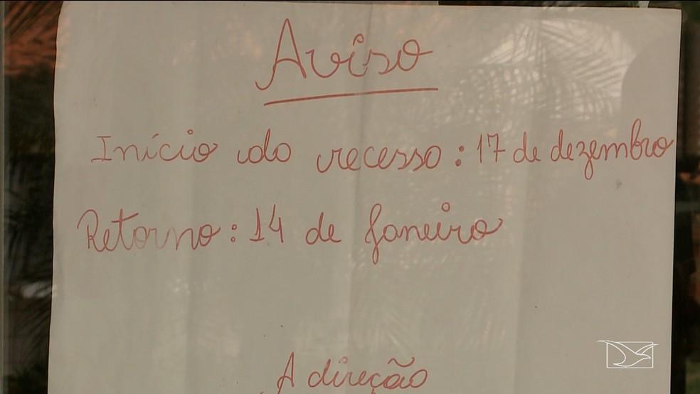 Cartaz nas Unidades de Saúde em Raposa aponta que não haverá atendimento médico até 14 de janeiro de 2019 — Foto: Reprodução/TV Mirante