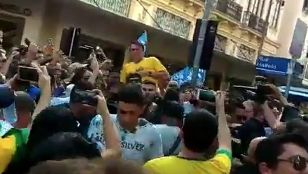 Jair Bolsonaro, esfaqueado (Foto: Reprodução/Twitter)