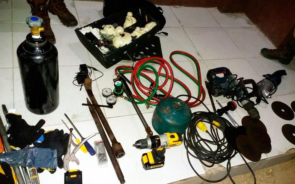 Material encontrado com suspeitos seria usado para explodir cofre (Foto: Arquivo pessoal)