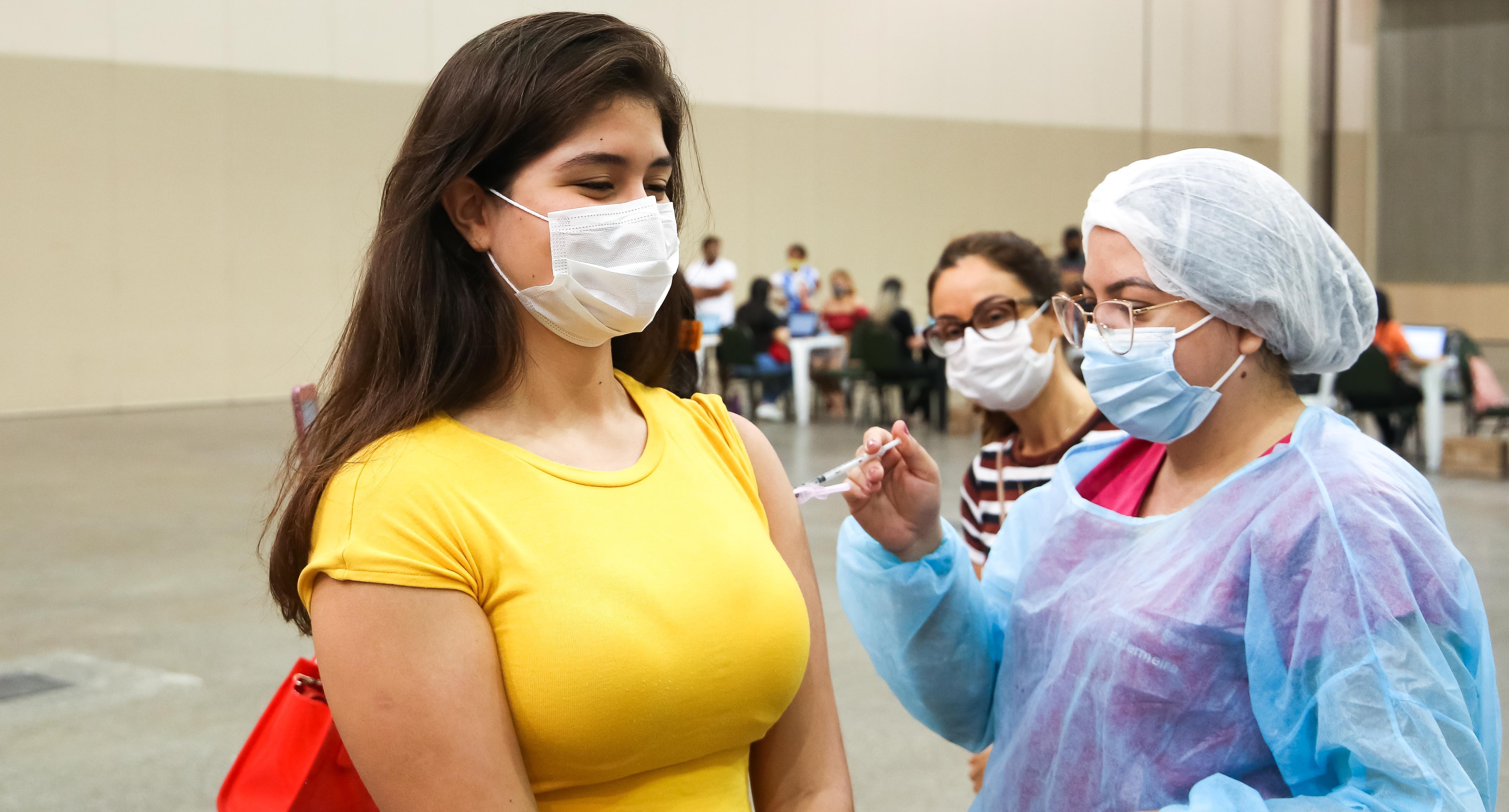 Fortaleza faz nesta segunda repescagem para adolescentes que perderam vacinação contra Covid-19