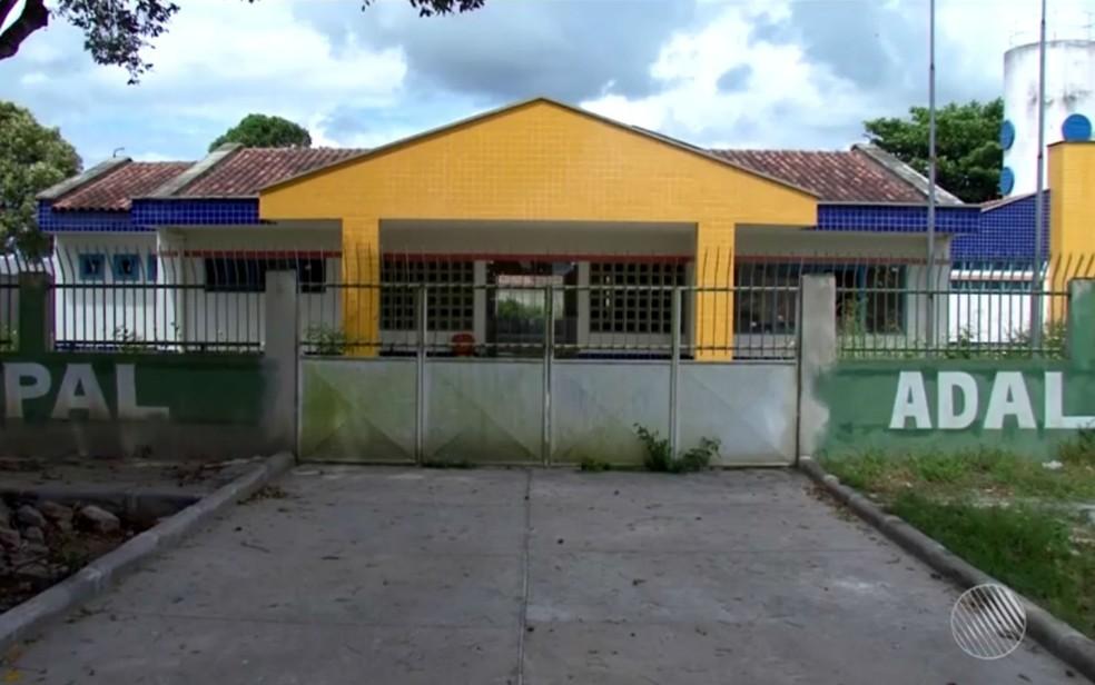 Creche no bairro Centauro está quase pronta, mas foi abandonada também, no sul da Bahia (Foto: Reprodução/TV Santa Cruz)