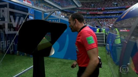 Dinamarca e Austrália empatam em jogo decidido pelo árbitro de vídeo