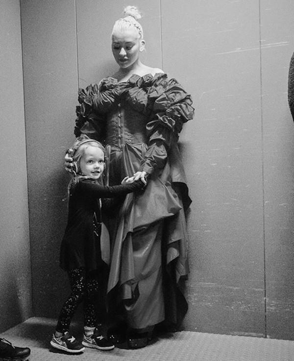 A cantora Christina Aguilera com a filha (Foto: Instagram)