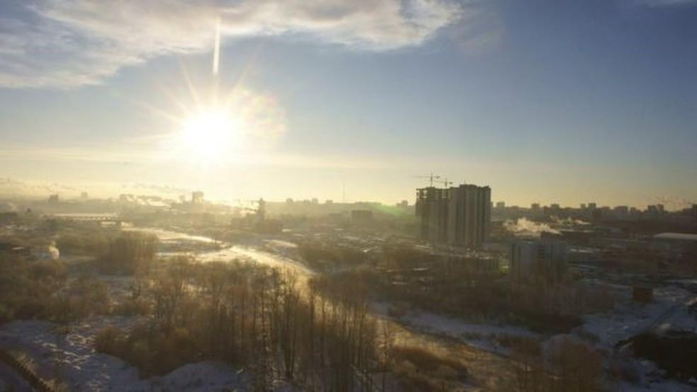 Em fevereiro de 2013, um meteoro atingiu a região dos Urais, na Rússia — Foto: Getty Images via BBC