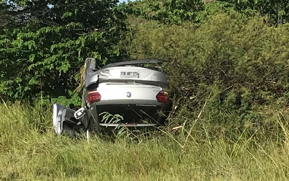 Motorista fica ferido após capotar carro na BA-512, em Camaçari — Foto: Arquivo pessoal