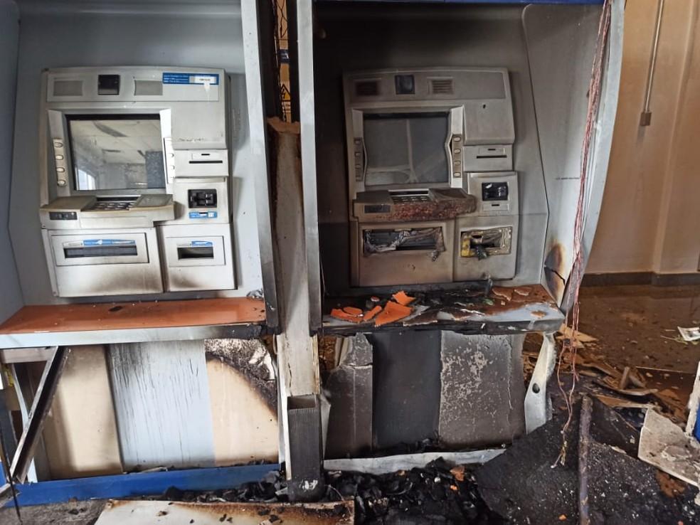 Criminosos detonam explosivos em caixas eletrônicos — Foto: Polícia Militar/MT