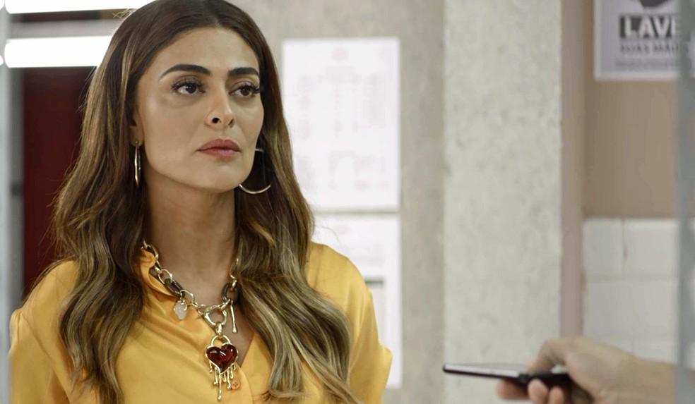 Maria da Paz (Juliana Paes) fica irada quando Rock fala mal de Josiane (Agatha Moreira), na novela 'A Dona do Pedaço' — Foto: Globo