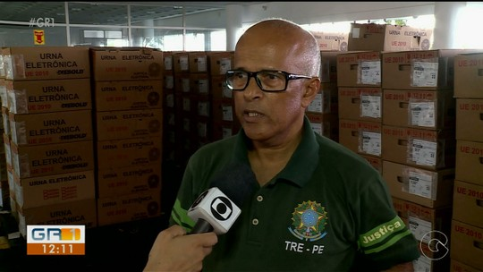 Caminhões recebem urnas eletrônicas que serão utilizadas em cinco municípios do Sertão de PE