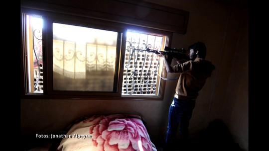 O fotógrafo de guerra Jonathan Alpeyrie conta como sobreviveu a sequestro na Síria