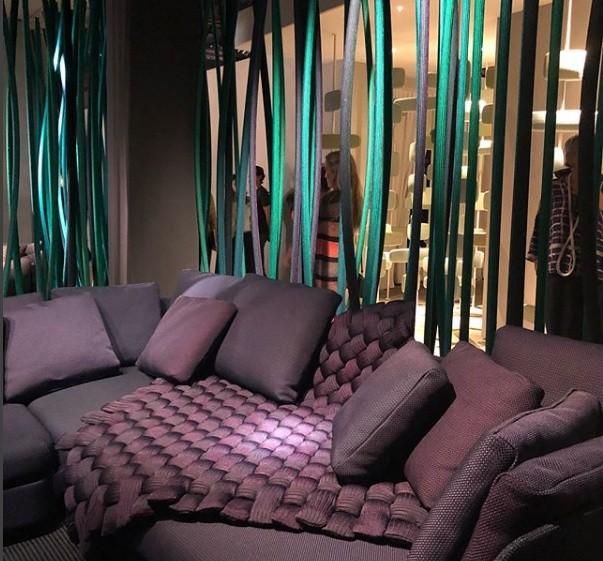 O roxo foi uma das cores escolhidas pela designer Paola Lenti para o Fuorisalone 2018 (Foto: Casa e Jardim)