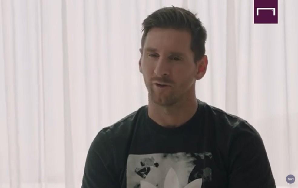 Messi durante a entrevista em que confirmou permanência no Barça — Foto: Reprodução/Goal.com