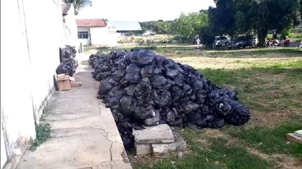 Lixo hospitalar acumulado no Hospital Santa Catarina, na Zona Norte de Natal — Foto: Reprodução