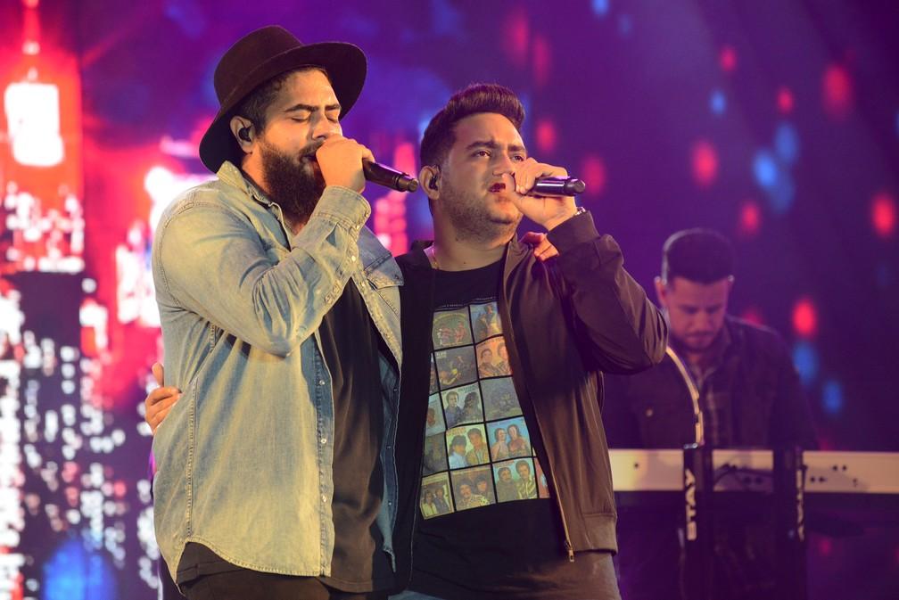 Dupla Henrique & Juliano — Foto: Júlio César Costa/G1