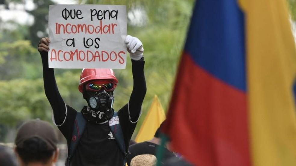 Protesto no Chile; criação de privilégios é um dos fatores que fizeram crescer os questionamentos ao capitalismo atual — Foto: Getty Images