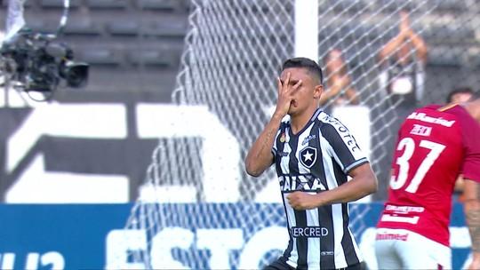 Erik mata no peito, tira a marcação e faz Botafogo 1 x 0 Inter